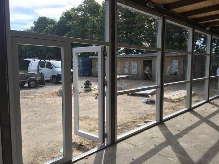 formidabelt håndværk med nye døre og vinduer